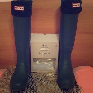 Hunter 💯 authentic rain tall boots ( boot socks)